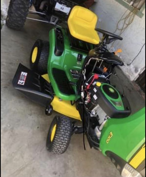John Deere E100 42 in. 17.5 HP Gas Automatic Lawn Tractor