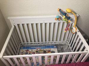 Baby crib with crib mobile for Sale in Bellevue, WA