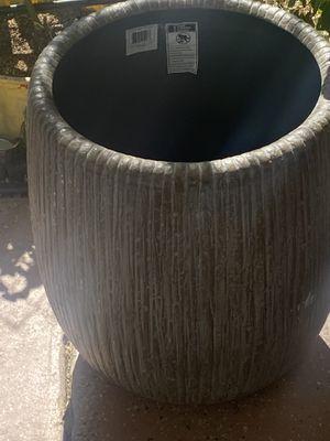 Flower pot for Sale in Reedley, CA