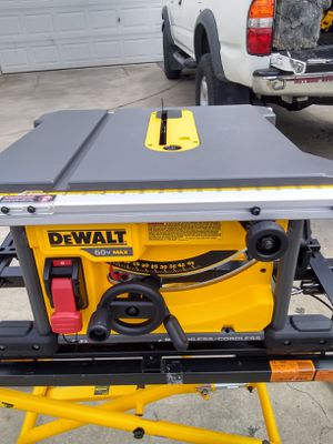Table saw with 6ah battery and fast charger for Sale in Long Beach, CA