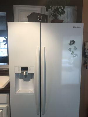 22.3-cu ft Samsung Counter-Depth Side-by-Side Refrigerator with Ice Maker (White) for Sale in Nashville, TN
