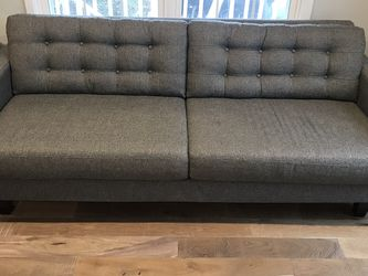 7' Gray Tufted Couch for Sale in Snohomish,  WA