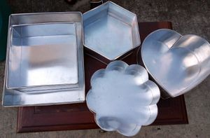 5 cake pans for Sale in Houston, TX