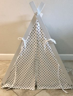 little dove Dog Teepee Large Pet Tent Furniture Cat and Dog Bed with Pad 30inL x 30inW x28inH for Sale in Wimauma, FL