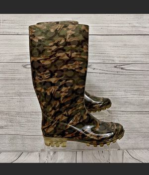 Coach Camo Rain / Muck Signature Boots Size 6. Good preowned condition. See pictures ask questions and make an offer! for Sale in New York, NY