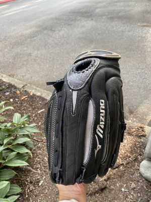 "14"" Mizuno Softball glove and ball for Sale in Issaquah, WA"