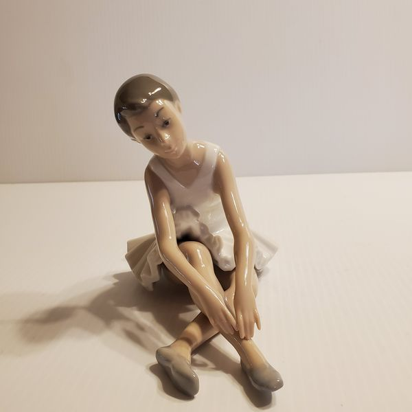 Vintage NAO by Lladro Figurine Ballerina Stretching sitting. Made in Spain.
