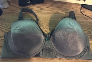 Beautiful purple Vanity Fair size 40 DD bra for Sale in Elma, WA