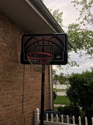 Basketball hoop / used good conditions for Sale in Midlothian, IL