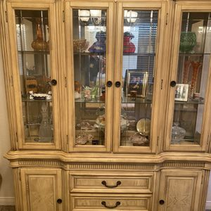 Beautiful Dining/living Room Furniture Set for Sale in Fontana, CA