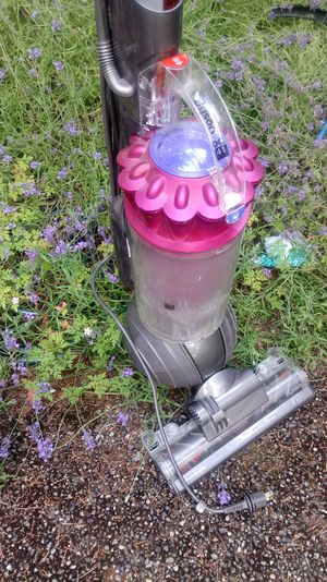 Superb DYSON DC41 Ball standup vacuum for Sale in Lynnwood, WA