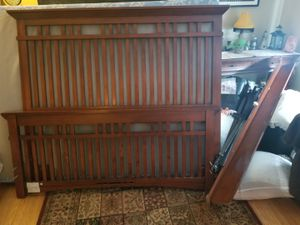 Queen Bed Frame. for Sale in Brunswick, OH
