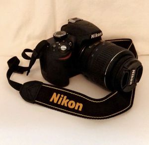 Nikon D3200 24.2MP Digital SLR Camera for Sale in Crosby, TX