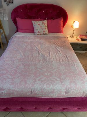 Full bed with matress for Sale in Miami, FL