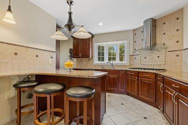 Price reduced!!!Traditional kitchen island light in excellent condition for Sale in Kearny,  NJ
