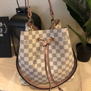Authentic Louis Vuitton neonoe MM in perfect condition like new. for Sale in Tacoma, WA