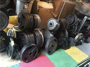 SELLING BARBELL PLATES : FULL SETS OR PAIRS : SETS START AT $200/ INDIVIDUAL PAIRS ARE. : 45s ARE $80 / 35s ARE $55 / 25s ARE $40 / 5s ARE $8 for Sale in Deerfield Beach, FL