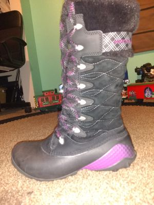 Women's snow boots size 6.5 MERRELL for Sale in Denver, CO