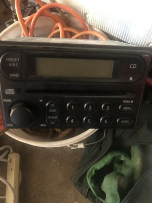 2007 Nissan Pathfinder stereo original for Sale in Long Beach, CA