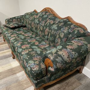 GREAT CONDITION Vintage Floral Sofa for Sale in Anaheim, CA
