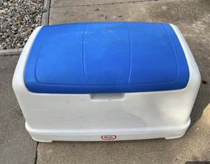 Little Tykes toy chest outdoor chest large for Sale in Joliet, IL