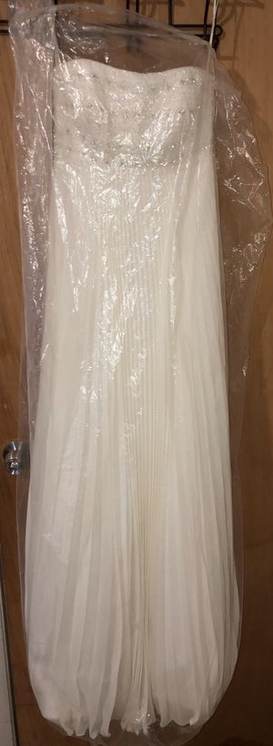 NEED GONE ASAP Used David's bridal wedding dress for Sale in Pompano Beach, FL