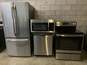 GE STAINLESS STEEL KITCHEN APPLIANCES SET EXCELLENT CONDITIONS for Sale in Phoenix, AZ