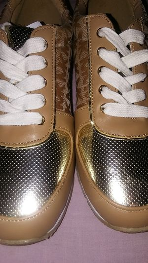 MICHAEL KORS sneakers size 5 for Sale in Chicago, IL