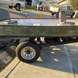 14 Ft Aluminum Boat for Sale in Bakersfield, CA