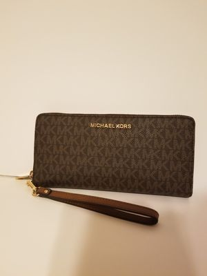 NEW! MICHAEL KORS LARGE WRISTLET/WALLET! for Sale in Garland, TX