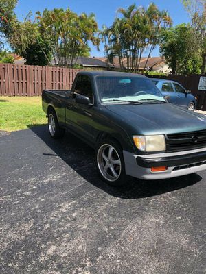 Toyota Tacoma 98 single cab for Sale in Pembroke Pines, FL