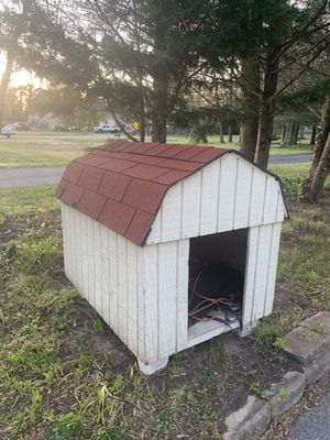 Dog House with supporters for Sale in Millersville, MD
