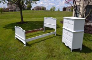 Bedroom set perfect finished in white twin for Sale in Minooka, IL