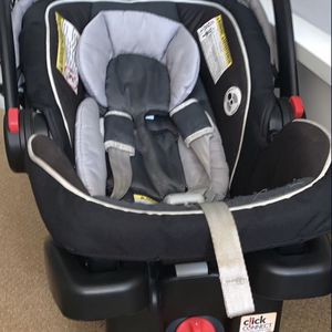 Infant Car Seat With Click On Base for Sale in San Diego, CA