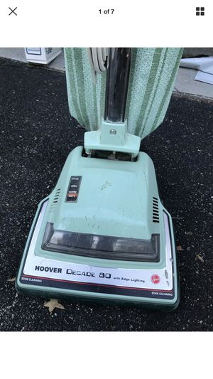 VINTAGE HOOVER DECADE 80 MINT GREEN UPRIGHT VACUUM CLEANER WITH EDGE LIGHT WORKS. for Sale in Maryland Heights, MO