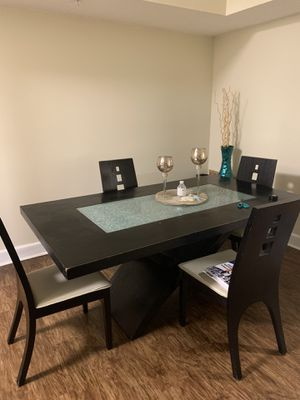 Used Dining Table for Sale in North Miami Beach, FL