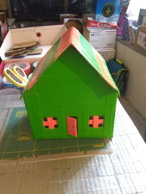 Cardboard House/Handmade.Please buy it.Pick up only.I'm located in Downtown Los Angeles California.90012. Kind People Only. for Sale in Los Angeles, CA