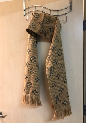 •LOW PRICE MOVING• $650 RETAIL LOUIS VUITTON SCARF for Sale in Bellevue, WA