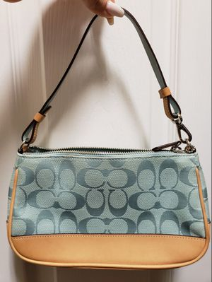 Coach shoulder bag for Sale in Hialeah, FL