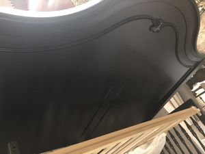 Solid wood crib, convertible to full size bed ( attachments required for conversion) comes with beautiful wooden detailing in a good condition for Sale in Cooper City, FL