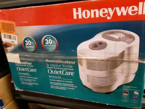 HONEY WELL Quietcare Console Humidifier...retails for 149.95 plus tax PRICE IS FIRM for Sale in Elgin, IL