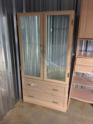 Very nice slightly used bedroom dresser with mirror for Sale in Columbus, OH