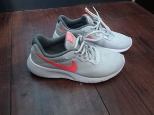 Women's Nike shoes for Sale in Bakersfield, CA