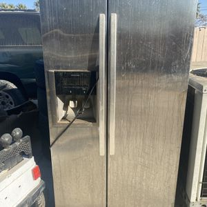 Refrigerator $50 For All 3 Not Working It's For Parts Oh Who Can Fix It for Sale in Arvin, CA