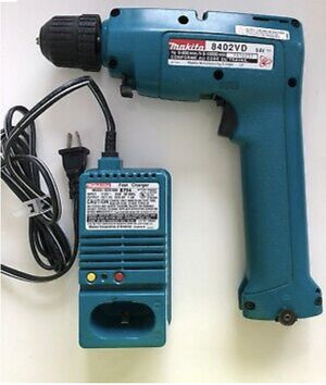 Makita 8402VD 9.4V Reversible Cordless Drill and Charger in Case for Sale in Hollywood, FL