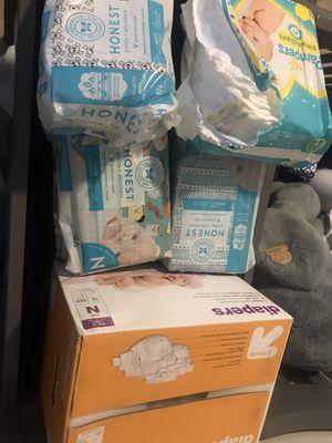 250 size N diapers. Bottle warmer. Wipe warmer. for Sale in Phoenix, AZ