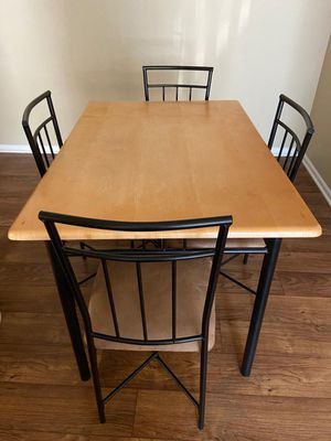 1 Dining table with 4 chairs for Sale in St. Louis, MO