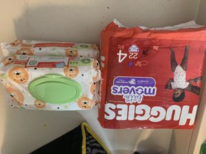 Size 4 Diaper Bundle w/ Wipes for Sale in Watauga, TX