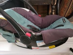 Graco car seat, stroller and base for Sale in Vacaville, CA
