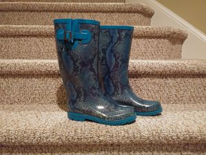 $25 Women's Size 6 Rain Boots Padded and Adjustable for Sale in Dumfries, VA